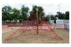 Red Tridimensional Modelo Pirámide
